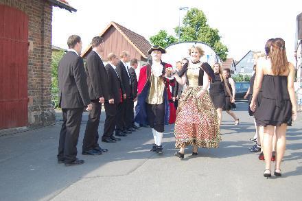 Das Festpaar Romina Bechtold und Johannes Lippert samt Gefolge.