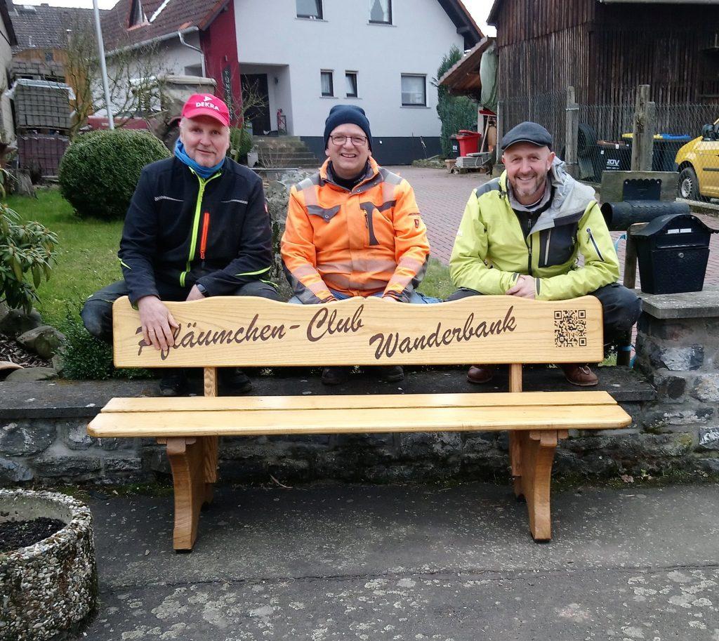 Bank des Pfläumchenclub Rainrod mit Erbauern